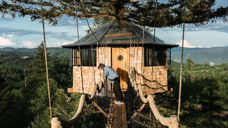 L 39 uomo che si licenziato per vivere in una meravigliosa for Kit per costruire casa sull albero