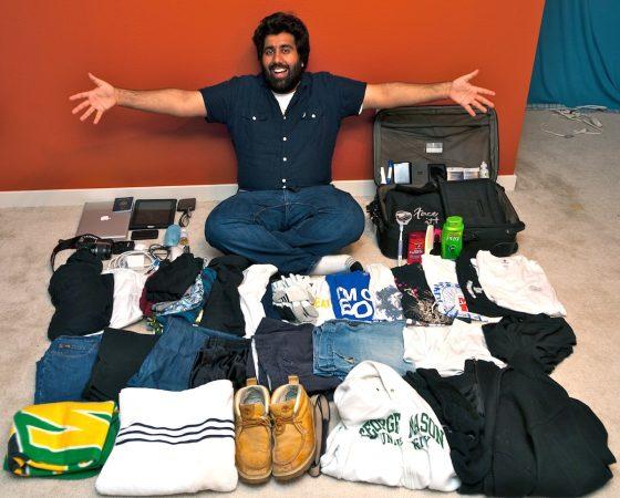 Ravi Udeshi, uno dei tanti che ha fatto della sfida delle 100 cose uno stile di vita: oggi vive con 75 oggetti di sua proprietà
