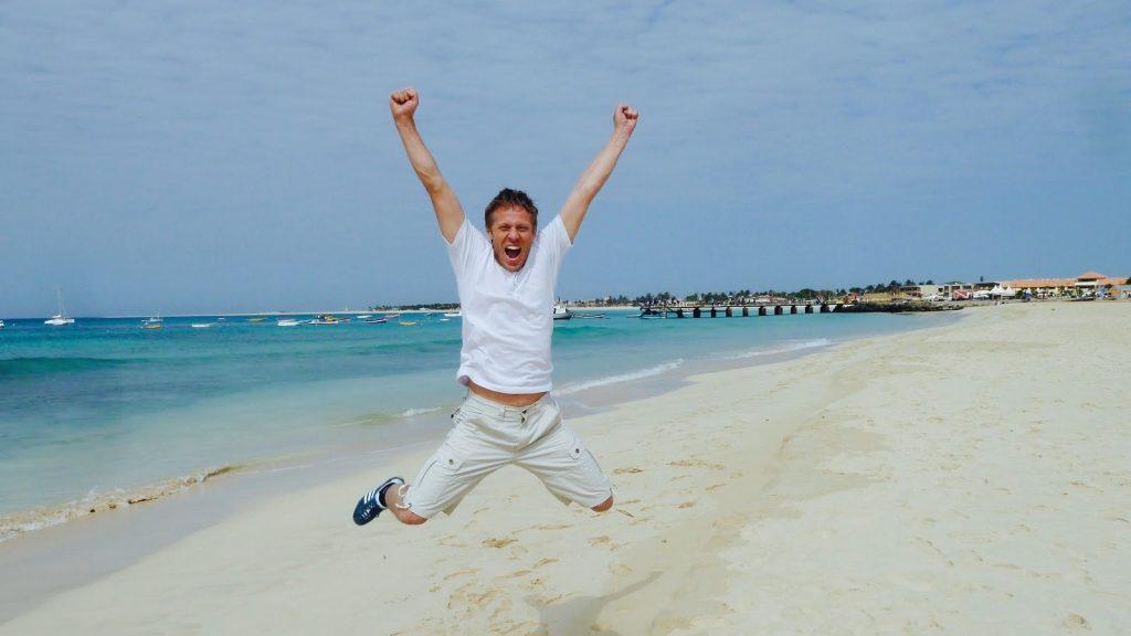 L'esultanza a Capo Verde per aver visitato tutti i 198 paesi del mondo
